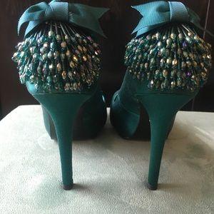 NWT ABS Akira Peacock Green Satin Heels